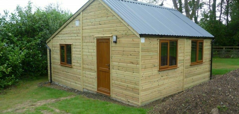 Garden building with saltbox roof