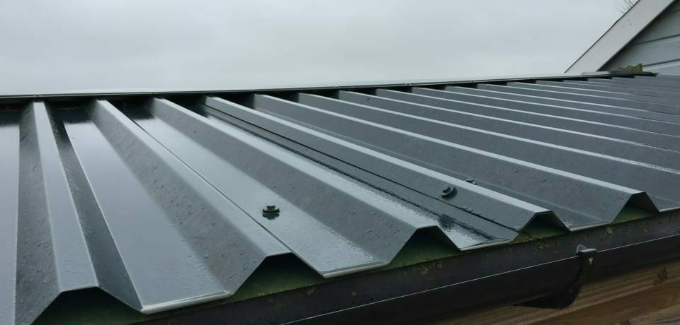 Corrugated roof with guttering