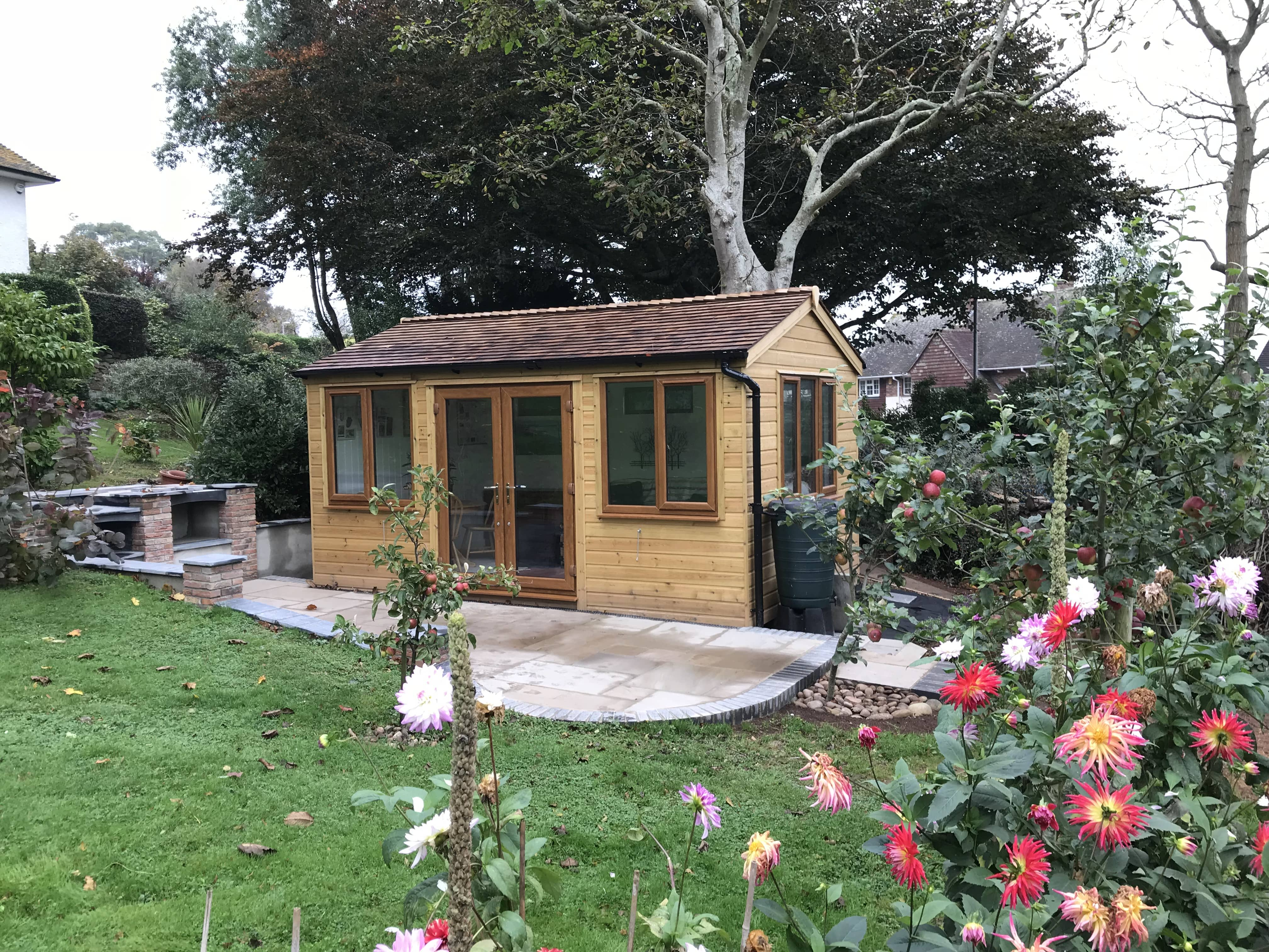 Insulated summerhouse with natural wood