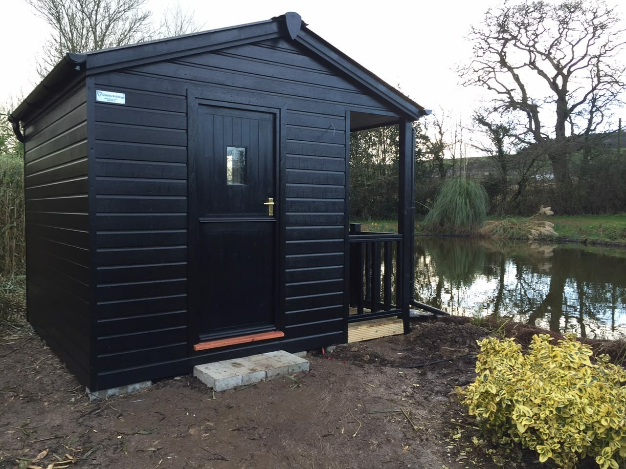 Waterside summerhouse with covered porch