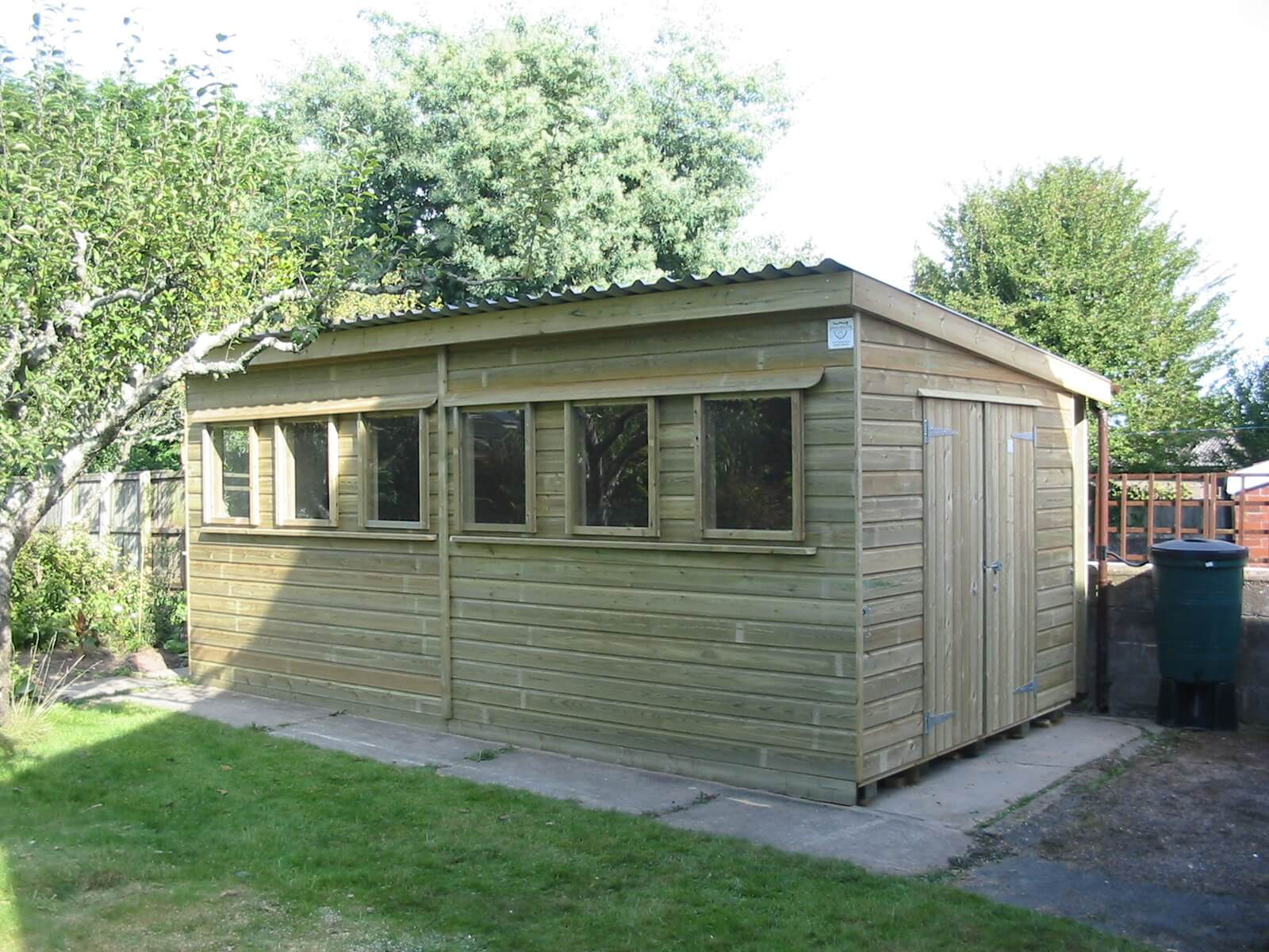Long shed with pent roof and natural wood