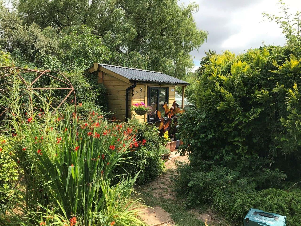 Studio in pretty garden setting